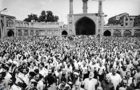 برگزاری مراسم دعا برای سلامتی امام خمینی در مسجد امام بازار ازسوی آیت الله خامنه ای