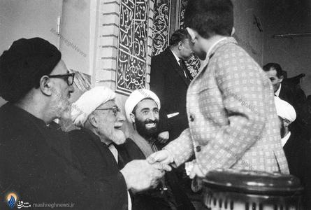 آیت الله شیخ حسین لنکرانی درکنار آیت الله طالقانی وحجت الاسلام ابوذر بیدار در مسجد جامع کرج