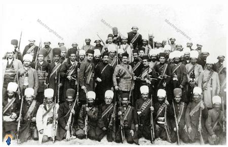 اعضای لژبیداری ایرانیان درحالی که سردار اسعد بختیاری را درمیان گرفته اند