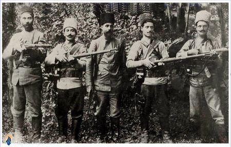 یپرم خان ارمنی و چند تن از مشروطه خواهان مسلح