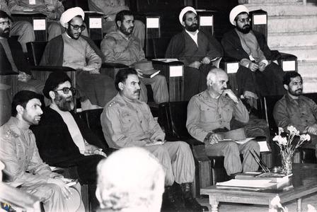 حسن روحانی در یکی ازجلسات فرماندهان سپاه وارتش دردوران دفاع مقدس با حضور آیت لله خامنه ای