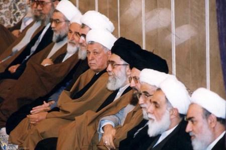 حسن روحانی در یکی از دیدارهای سران و مسئولان نظام با رهبرانقلاب