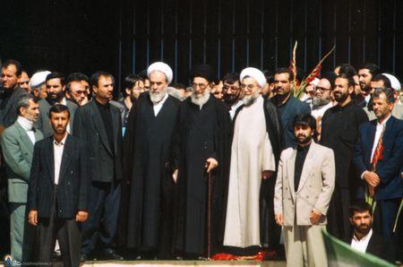 حسن روحانی درکنار رهبرانقلاب دریکی از مراسم تشییع شهدا ازمقابل مجلس شورای اسلامی