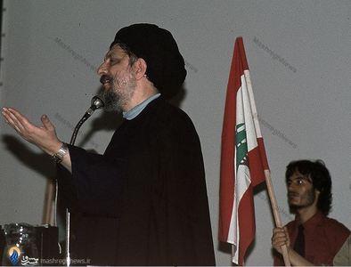 امام موسی صدر درحال سخنرانی در مراسم بزرگداشت دکتر علی شریعتی دربیروت