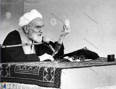 در حال سخنرانی پیش از خطبه های نماز جمعه تهران