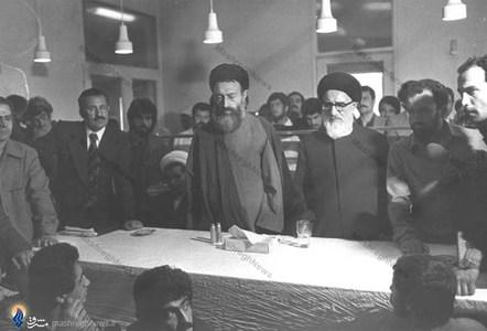 اسفند1357، شهید آیت الله دکتر بهشتی به اتفاق مرحوم آیت الله طالقانی در سفر به کردستان