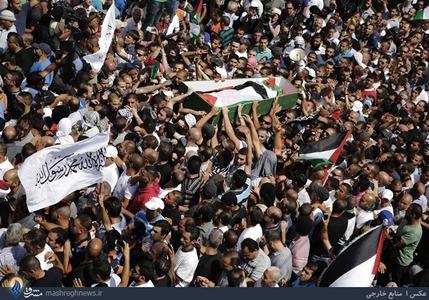 تشییع یک جوان 16ساله فلسطینی که جسد سوخته و شکنجه شدهی او روز چهارشنبه در جنگل پیدا شده بود
