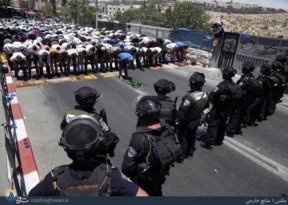 اقامه اولین نمازجمعه ماه مبارک رمضان در  خیابانهای اطراف بیت المقدس