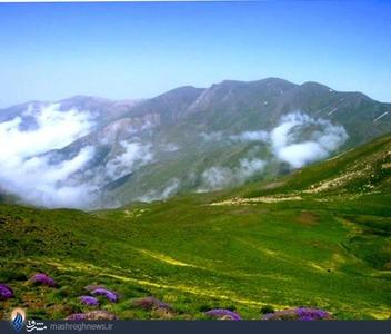 معروف ترين ارتفاعات روستاي گرسماسر کوه سماموس است که روستاي گرسماسر در دامنه شرقي آن و روستاي جواهرده در ضلع شمالي غربي آن واقع شده اند. روستاي گرسماسر، يکي از مناسب ترين مسيرهاي صعود به اين قله زيباست و به همين دليل، کوهنوردان بسياري براي صعود به اين کوه، به روستاي گرسماسر مراجعه مي کنند. کوه هاي زين پشت و لپاسر از ديگر ارتفاعات زيباي اين منطقه به شمار مي روند.