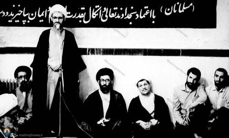 نمایی از دیدار نمایندگان نخستین مجلس خبرگان رهبری با امام خمینی درحسینیه جماران