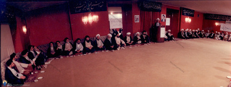 نمایی از یکی از جلسات حاشیه ای نمایندگان  نخستین مجلس خبرگان رهبری با حضور آیت الله خامنه ای در نهاد ریاست جمهوری