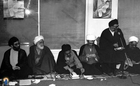 نمایی از یکی از جلسات حاشیه ای نمایندگان  نخستین مجلس خبرگان رهبری باحضور آیت الله خامنه ای
