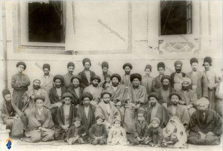 آیت الله سید عبدالله بهبهانی به همراه تنی چند ازیاران  و اطرافیانش دردوره سلطنت ناصری