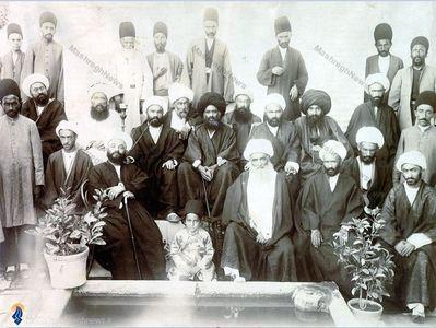 آیت الله سید عبدالله بهبهانی به همراه تنی چند ازیاران  واطرافیانش دردوره سلطنت ناصری
