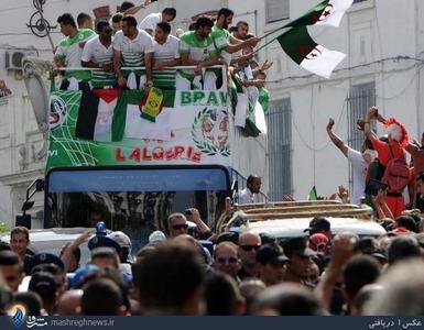 پس از آنکه تیم الجزایر پس از جام جهانی 2014 به کشورش بازگشت یکی از 11 بازیکن این تیم در جریان رژهای در الجزایر پرچم فلسطین را در کنار پرچم الجزایر برافراشت و این تیم اعلام کرد که تمامی مبلغی را که در جریان این بازیها به دست آورده در حمایت از فلسطینیها خرج میکند.