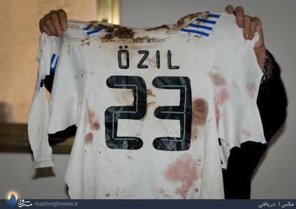 مسعود اوزیل، بازیکن آلمانی در جریان بمباران غزه توسط اسرائیل در سال 2012 ناراحتی خود را بابت مرگ یک نوجوان 12 ساله فلسطینی به نام حمید ابودغه ابراز داشت. این نوجوان با گلوله یکی از سربازان اسرائیلی در حالی که با لباس اوزیل فوتبال بازی میکرد، کشته شد.  این بازیکن آلمانی گفت: امیدارم که این نوجوان در آرامش به خواب ابدی برود. من برای تمامی قربانیان بیگناه جنگ غزه دعا می کنم و امیدوارم که فلسطین آزاد شود.