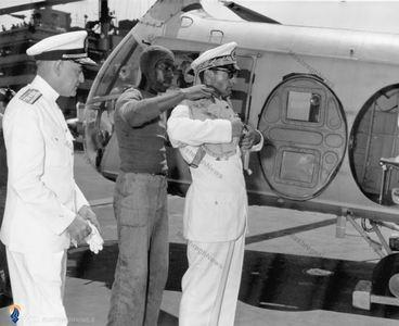 ماشار گردن، قبل ازسوار شدن بر هواپیما در یکی از سفرهای اروپایی