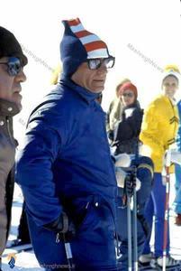محمدرضا پهلوی در پیست اسکی رانی در یکی از سفرهای اروپایی