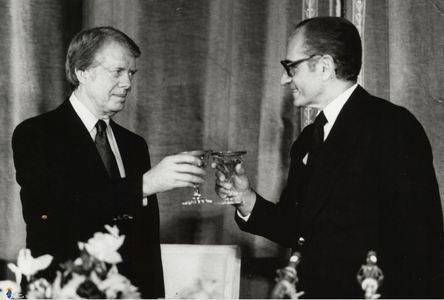 باده گساری محمدرضا پهلوی با جیمی کارتر در سفر وی به تهران