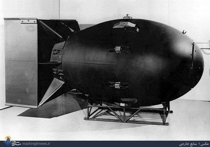 بمب موسوم به «مرد چاق» از یک هواپیمای B29 رأس ساعت 11:02 صبح به وقت محلی ژاپن در ارتفاع 500 متری از زمین منفجر شد و کل شهر ناکازاکی را به نابودی کشاند.