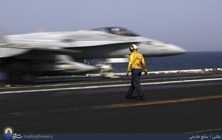 پرواز جنگنده های آمریکایی از ناو مستقر در خلیج فارس،برای حمله به مواضع داعش در عراق