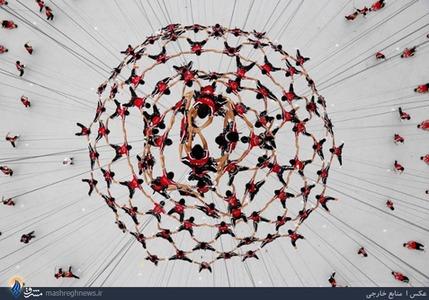 تمرین ژیمناستیک کاران نوجوان چینی، برای اجرای نمایش در افتتاحیه المپیک نوجوانان و جوانان نانجینگ