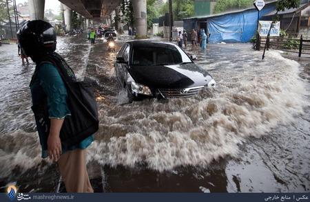 بارش شدید باران و جاری شدن سیل در جاکارتا