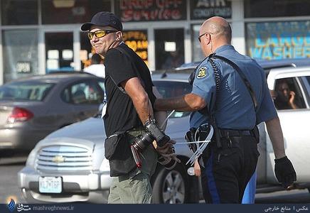 بازداشت یک خبرنگار توسط پلیس آمریکا که در حال عکاسی از تظاهرات مردمی بود.