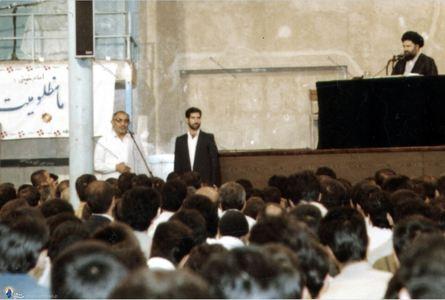 شهید سید اسدالله لاجوردی به اتفاق کارکنان زندان ها در دیدار با مرحوم حاج سید احمد خمینی