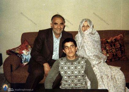 شهید حاج مهدی عراقی در کنار همسر و فرزندش شهید حسام عراقی