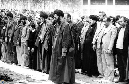 1358، نماز جمعه تهران، شهید آیت الله سید محمد باقر حکیم در اقتدا به آیت الله خامنه ای