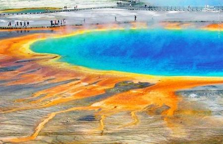 چشمه آب گرم منشور بهار در آمریکا