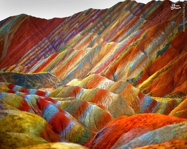 صخره های رنگین کمانی دانژیا در چین