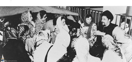 امام موسی صدر در دیدار با برخی از بانوان در مسجد عاملیه بیروت