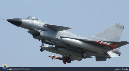 Nr.10 Chengdu J-10 (China).چنگدو جی-10 یک هواپیمای جنگنده چندمنظوره است که توسط شرکت چنگدوی چین برای ارتش چین طراحی و تولید شده است. این هواپیما، که در غرب به نام «اژدهای نیرومند» معروف است، میتواند به طور همزمان به عنوان یک جنگنده و یک بمبافکن سبک ایفای نقش کند. این هواپیما برای اجرای عملیات در هرگونه شرایط آب و هوایی در شب و روز طراحی شده است.طراحی این هواپیما در اواخر دهه 1980 به عنوان پاسخی به دو جنگنده میگ-29 و سوخو-27 شوروی آغاز شد. جی-10 در سال 1998 اولین پرواز خود را انجام داد و تولید انبوه آن از سال 2002 آغاز شد. پاکستان هم سفارش 150 فروند از این جنگنده را داده است که 36 فروند نخست در سال 2012 تحویل شد.بهای هر فروند بیش از 40 میلیون دلار