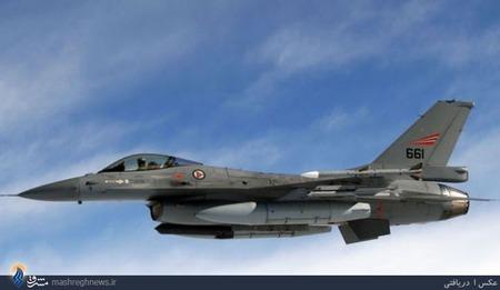 Nr.8 Lockheed Martin F-16 Fighting Falcon (USA).جنرال داینامیکس اف-16 فایتینگ فالکن (به انگلیسی: General Dynamics F-16 Fighting Falcon)، به معنای شاهین مبارز، جت جنگنده تکموتوره چندمنظوره مافوق صوت است که شرکت جنرال داینامیکس به سفارش دولت ایالات متحده امریکا در دهه 1970 طراحی کرد. اولین پرواز این هواپیما در سال 1974 انجام شده و چهار سال بعد وارد فعالیت رسمی در ارتش آمریکا شد. از سال 1993 در پی فروش شرکت هواپیمایی جنرال داینامیکس به شرکت لاکهید این هواپیما در لاکهید مارتین تولید میشود. این هواپیما چندکارگی بالایی داشته و قابلیت اجرای ماموریتهای مختلف هوابههوا، هوابهزمین و شناسایی را دارد.اف-16 به عنوان یک جنگنده سبک و ساده و ارزان برای نیروی هوایی آمریکا طراحی شده که بتوان تعداد زیادی از آن را در اختیار داشته و از این طریق برتری هوایی را به دست آورد. تاکنون بیش از 4500 فروند از این هواپیما تولید شده و آخرین خریدار آن نیز عراق است که 18 فروند اف-16 سفارش داده است.در مجموع 25 کشور از این هواپیما استفاده میکنند و مدلهائی از آن در ژاپن و ترکیه هم تولید میشود.بهای هر فروند بیش از 18 میلیون دلار