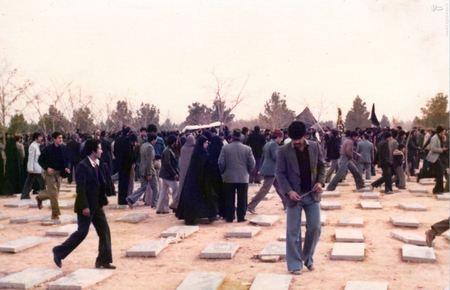 نمایی از تدفین تدریجی شهدای 17 شهریور دربهشت زهرای تهران</p><br /> <p>