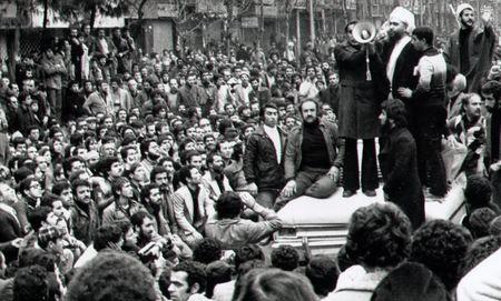 سخنرانی آیت الله یحیی نوری برای اجتماع کنندگان در میدان شهدا درصبحگاه 17 شهریور و درخواست از آنان برای ترک میدان