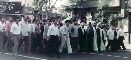 حضور جمعی از مردم در میدان شهدای تهران در اولین سالگرد فاجعه 17 شهریور