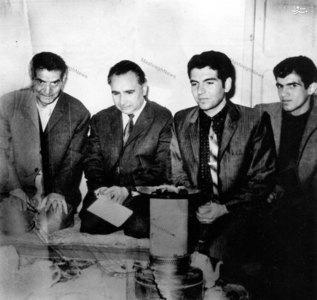 استاد سید محمد حسین شهریار در کنار فخرالدین حجازی و مهدی طالقانی