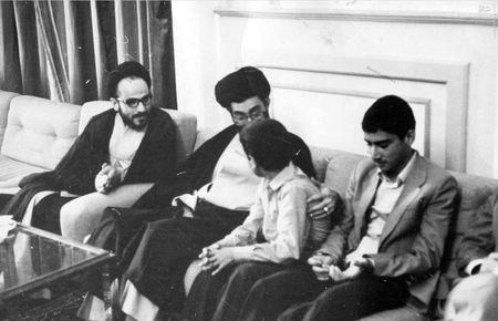 دیدار آیت الله خامنه ای با خانواده شهید سید عبدالکریم هاشمی نژاد
