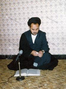 شهید سید عبدالکریم هاشمی نژاد لحظاتی پیش از شهادت در دفتر حزب جمهوری اسلامی