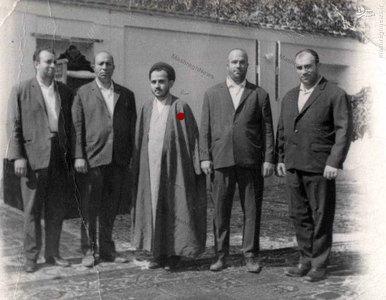 شهید سید عبدالکریم هاشمی نژاد در جمع دوستان