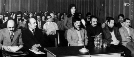 شکوه میرزادگی در حال سخن گفتن در دادگاه گلسرخی و دانشیان
