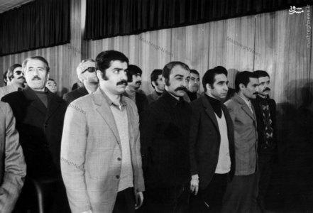 خسرو گلسرخی و کرامتالله دانشیان در لحظات آغازین آغاز دادگاه خویش