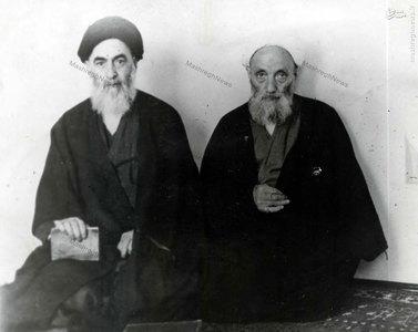 علامه شیخ آقا بزرگ تهرانی در کنار آیت الله سید احمدطالقانی پدر جلال آل احمد