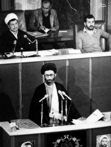 سخنرانی آیت الله خامنهای پس از به جای آوردن مراسم تحلیف اولین دوره ریاست جمهوری