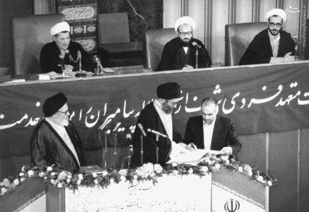 نمایی از انجام مراسم تحلیف آیت الله خامنه ای در دومین دوره ریاست جمهوری