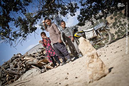 بچه ها در زنگ تفریح معمولا به بازی محلی