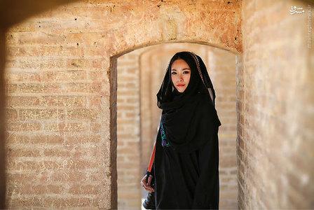 پوشش جالب یک دختر چینی در ایران +عکس